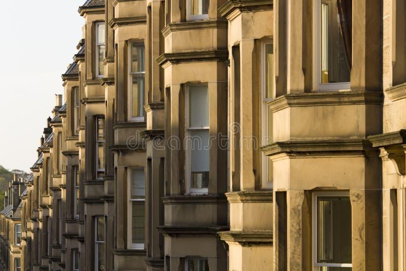 As casas vitorianos da colônia fizeram do arenito em Edimburgo, Escócia imagens de stock