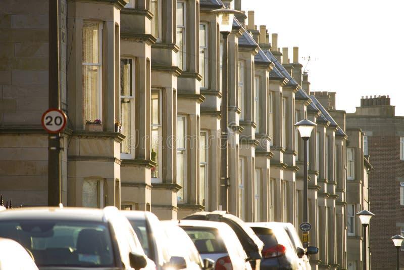As casas vitorianos da colônia fizeram do arenito em Edimburgo, Escócia imagem de stock