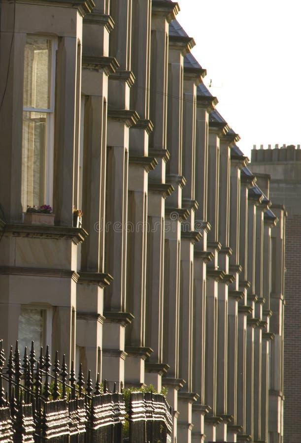 As casas vitorianos da colônia fizeram do arenito em Edimburgo, Escócia foto de stock royalty free