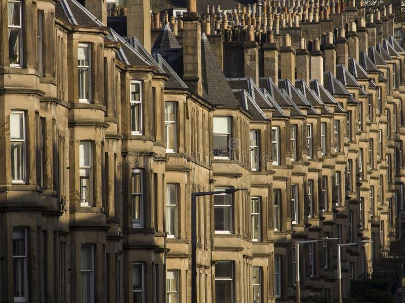 As casas vitorianos da colônia fizeram do arenito em Edimburgo, Escócia fotografia de stock royalty free