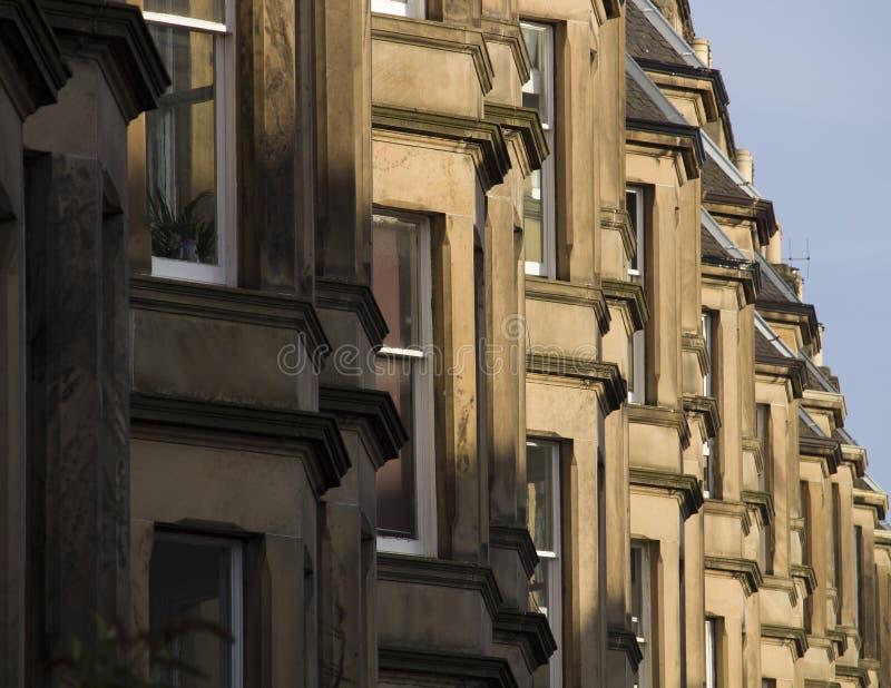 As casas vitorianos da colônia fizeram do arenito em Edimburgo, Escócia foto de stock