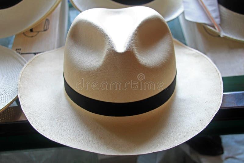 As categorias do chapéu de palha de Panamá mostraram no manufacterer, superfino, Montecristi, Equador imagem de stock
