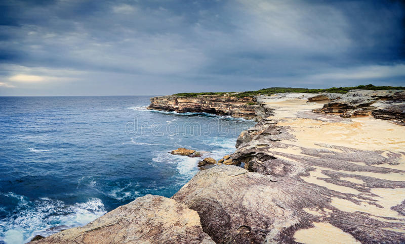 As cavernas do mar no cabo Solander imagens de stock royalty free