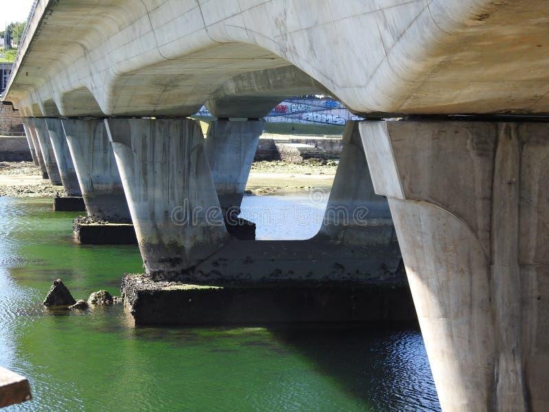As colunas de uma ponte foto de stock royalty free