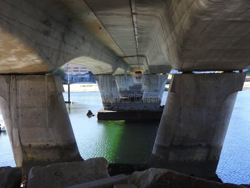 As colunas de uma ponte fotos de stock