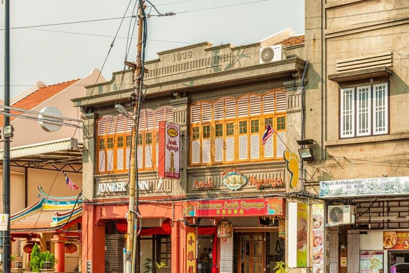 As construções coloniais velhas ao longo de Jonker andam em Malacca, Malásia fotos de stock