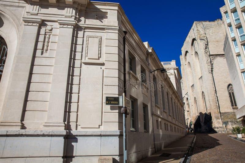 As construções e as ruas no pulso de disparo esquadram em Avignon imagem de stock royalty free