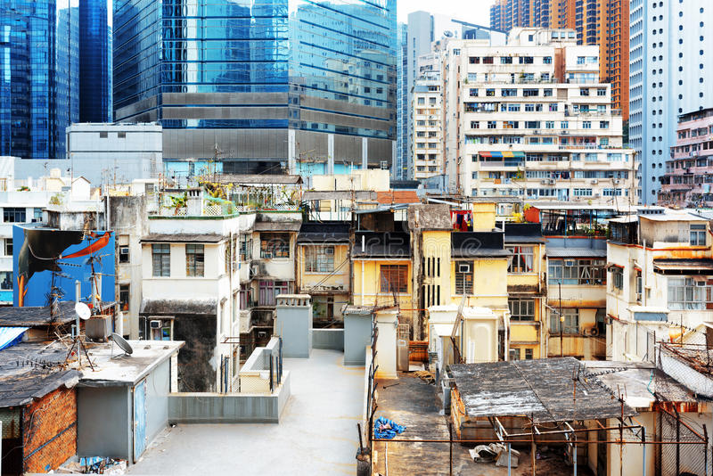 As construções velhas coexistem com os arranha-céus modernos em Hong Kong imagens de stock royalty free