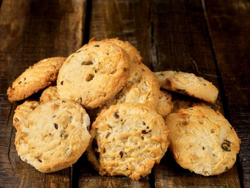 As cookies de farinha de aveia tomam o pequeno almoço imagem de stock