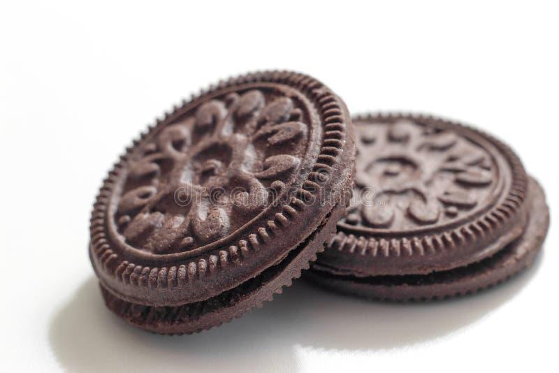 As cookies desnatam no fundo branco imagem de stock royalty free