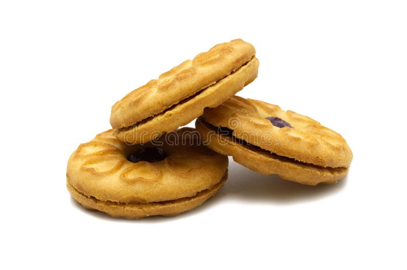 As cookies do sanduíche encheram-se com um doce e um doce do mirtilo flavored fotografia de stock royalty free