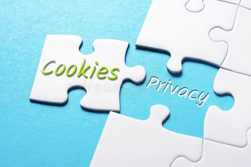 As cookies e a privacidade das palavras em enigma de serra de vaivém faltante da parte imagens de stock