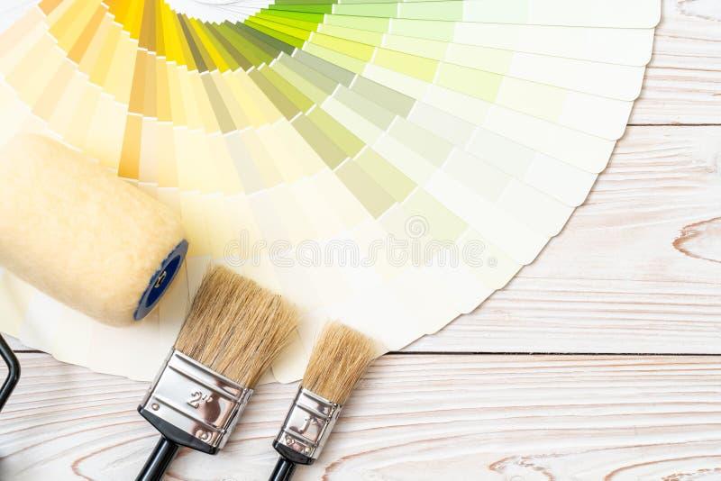 as cores da amostra catalogam o pantone ou as amostras de folha da cor registram foto de stock