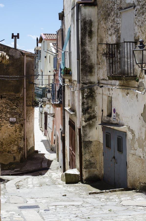 As cores da rua medieval da cidade velha no detalhe do vintage de Europa imagem de stock royalty free