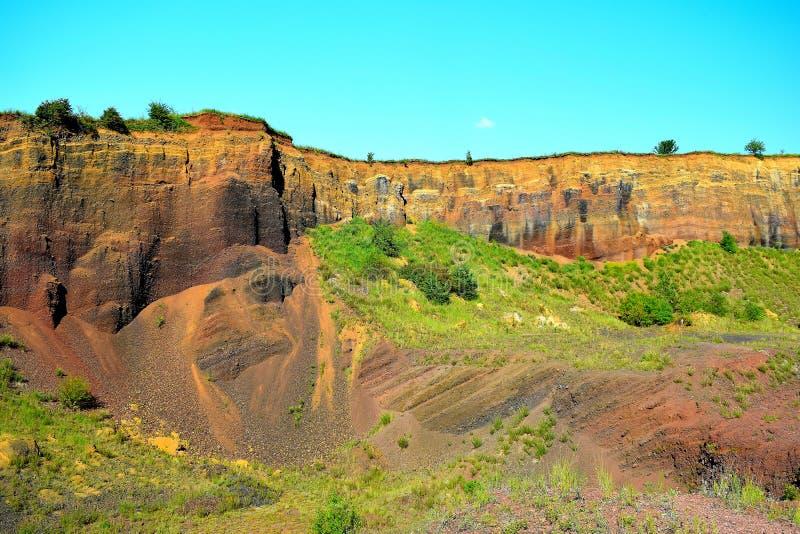 As cores do vulcano extinto de Racos Brasov, Romênia, pico de Heghes imagem de stock