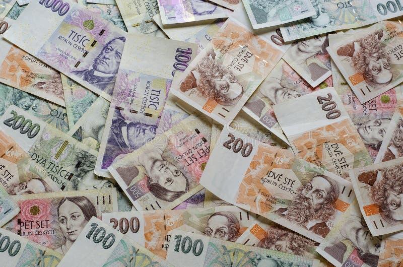 As coroas checas de denominações diferentes espalharam para fora caoticamente 3 foto de stock royalty free