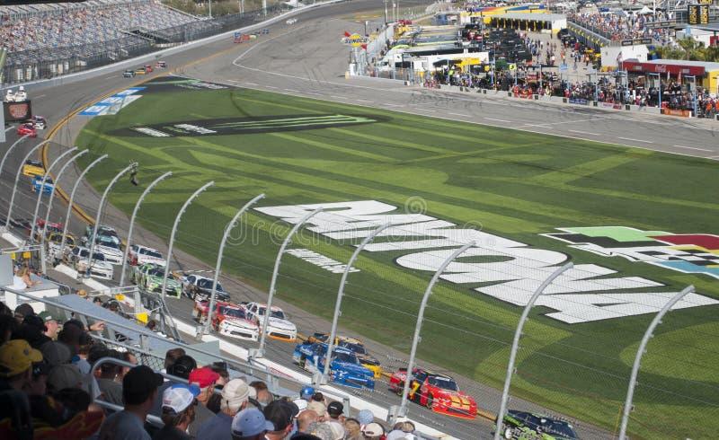 As corridas de carros e os fãs fecham-se acima NASCAR, International de Daytona imagem de stock royalty free