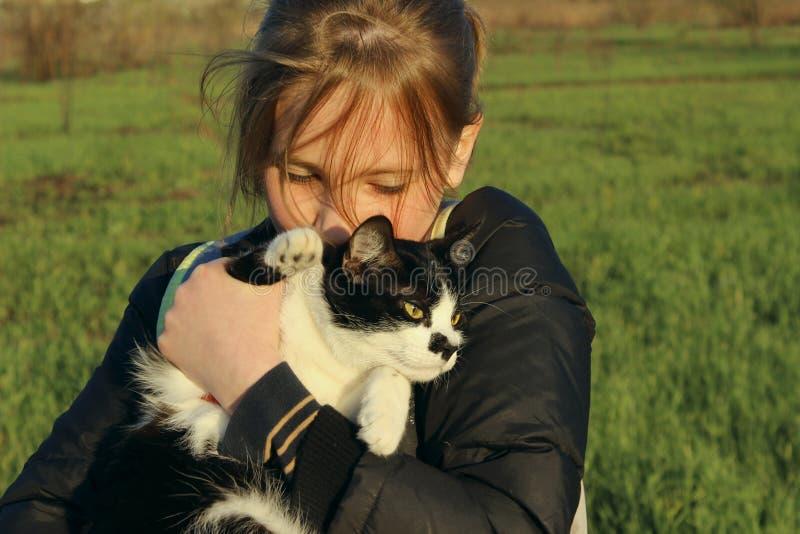 As crianças, animais salvam, animais de estimação, conceito do curso imagens de stock royalty free