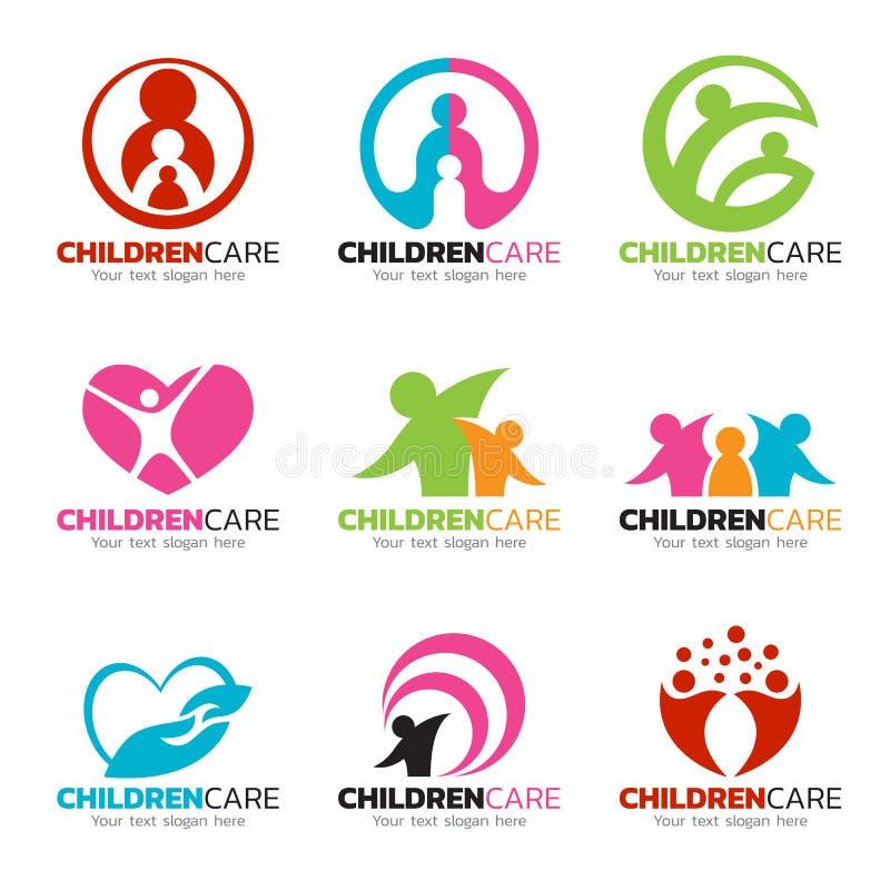 As crianças cenografia do vetor do logotipo importam-se e das cuidados da família ilustração do vetor