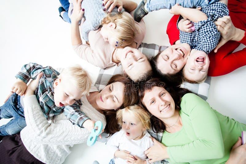 As crianças com mamãs imagens de stock