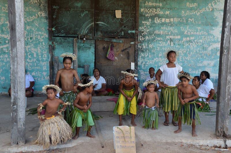 As crianças dão-nos boas-vindas a ventilar a ilha foto de stock royalty free