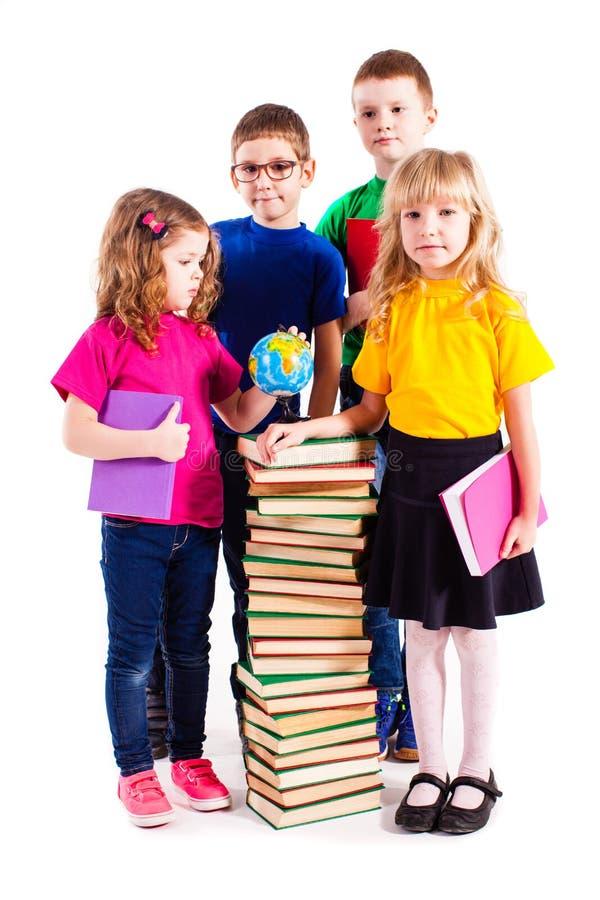 As crianças estão interessadas nos livros imagens de stock royalty free