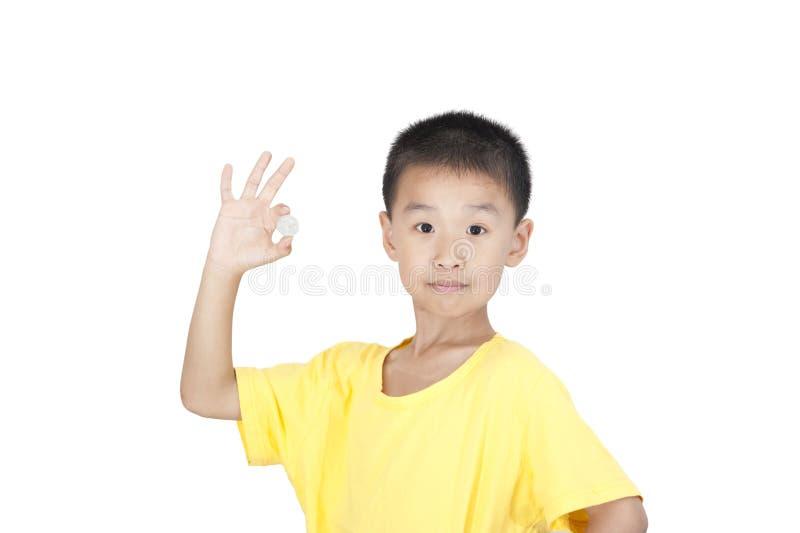 As crianças tomam uma moeda fotos de stock royalty free