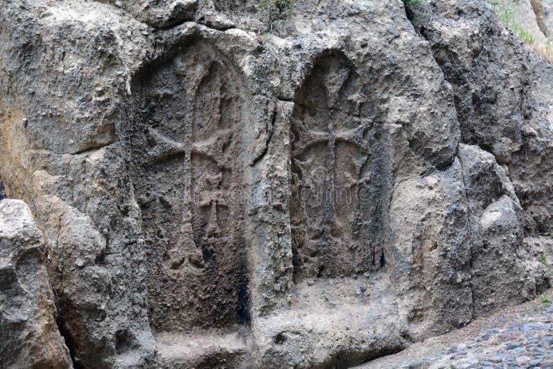 As cruzes cinzeladas no monastério de Geghard, Armênia imagens de stock royalty free
