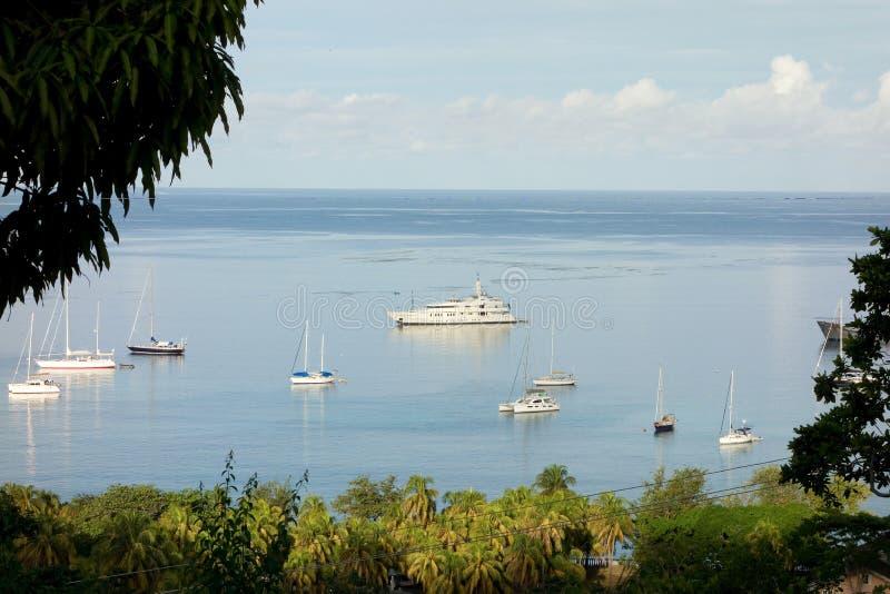 As embarcações amarraram no abrigo da baía de admiralty fotos de stock royalty free