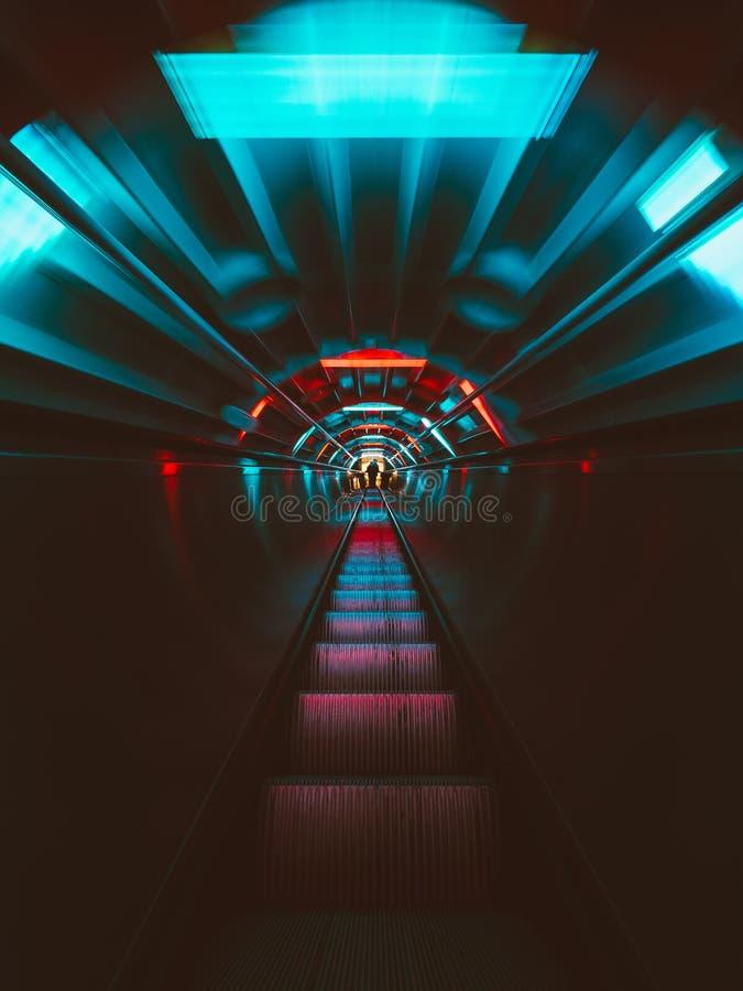 As escadas rolantes dentro do Atomium imagem de stock