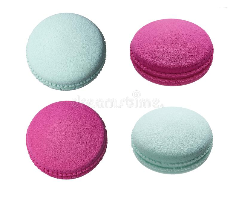As esponjas para aplicar e emplumar-se a composição sob a forma dos macarons endurecem imagem de stock