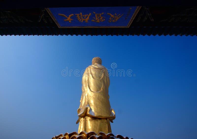 As estátuas douradas da Buda suportam fotos de stock