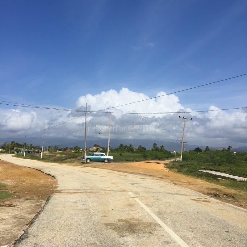 As estradas transversaas, ponto da perspectiva, curvaram a maneira foto de stock royalty free