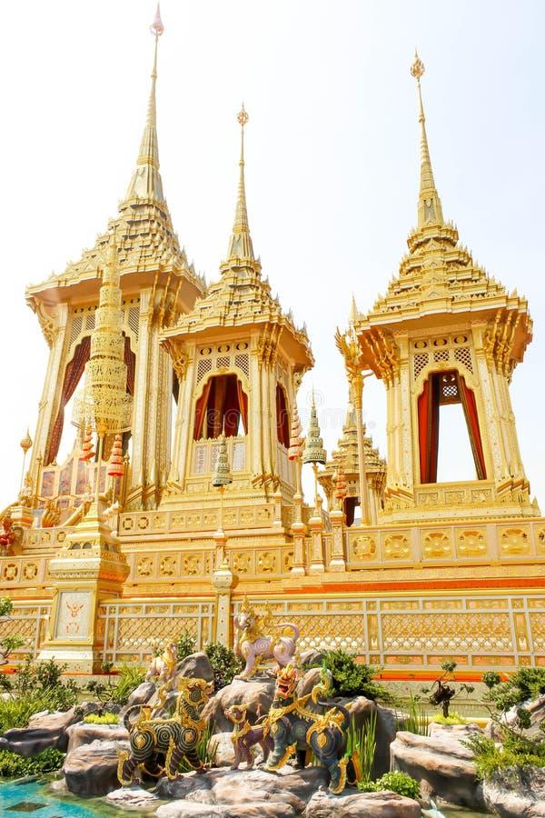As estruturas suplementares em torno do crematório real em Tailândia no 4 de novembro de 2017 imagem de stock