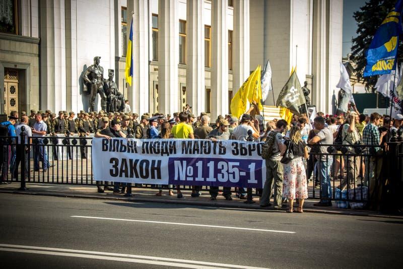 As exigências dos povos protestar em Kiev em 31 08 2015 imagens de stock