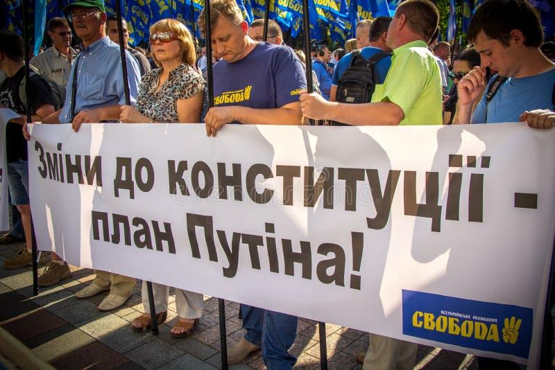 As exigências dos povos protestar em Kiev em 31 08 2015 imagens de stock royalty free
