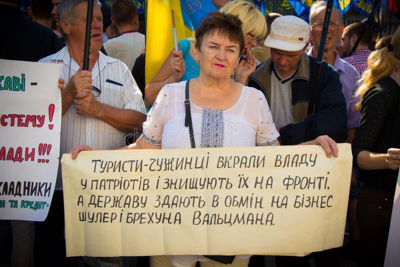 As exigências dos povos protestar em Kiev em 31 08 2015 fotos de stock