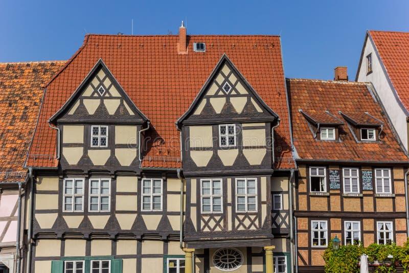 As fachadas da metade suportaram casas em Quedlinburg histórico foto de stock