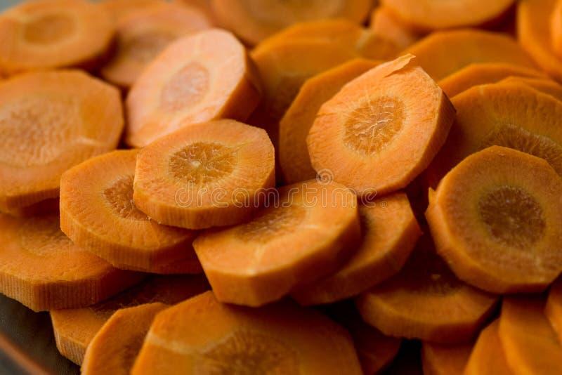 As fatias frescas da cenoura fecham-se acima da vista fotografia de stock