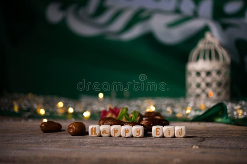 As felicitações EID FELIZ compostas de madeira cortam imagem de stock royalty free