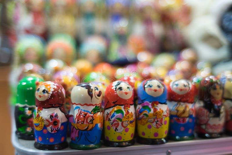 As figuras aninharam bonecas são borradas lisamente foto de stock royalty free