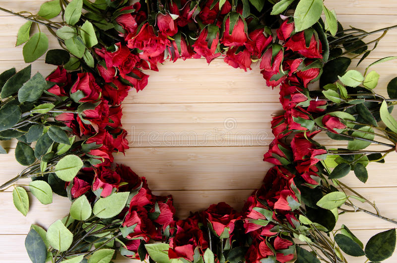 As flores da rosa arranjaram com copyspace para seu texto foto de stock royalty free