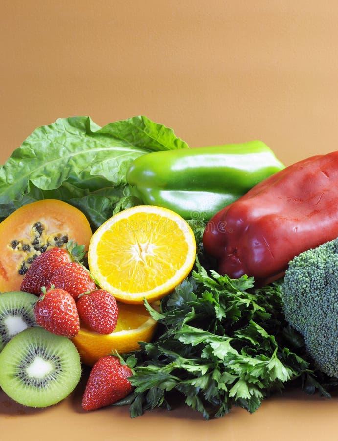 As fontes da vitamina C para a aptidão saudável fazem dieta - o vertical. fotografia de stock