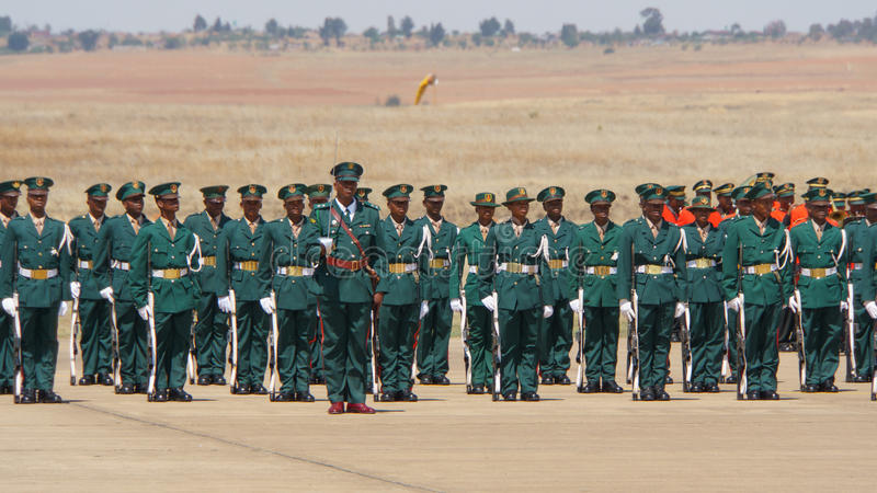 As forças armadas de Lesoto desfilam foto de stock royalty free