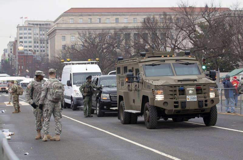 As forças armadas e a polícia guardam durante a inauguração de Donald Trump imagens de stock