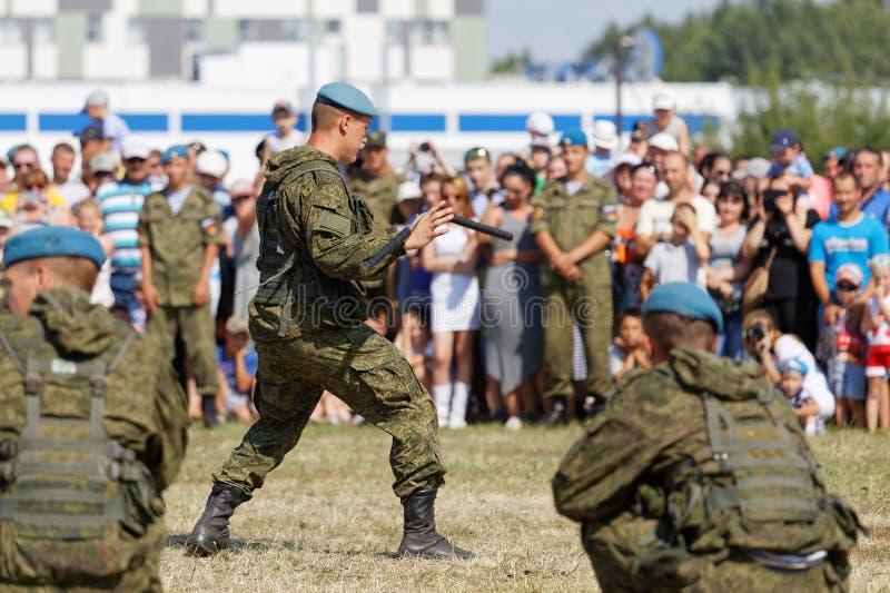 As forças armadas mostram durante a celebração das forças transportadas por via aérea imagens de stock