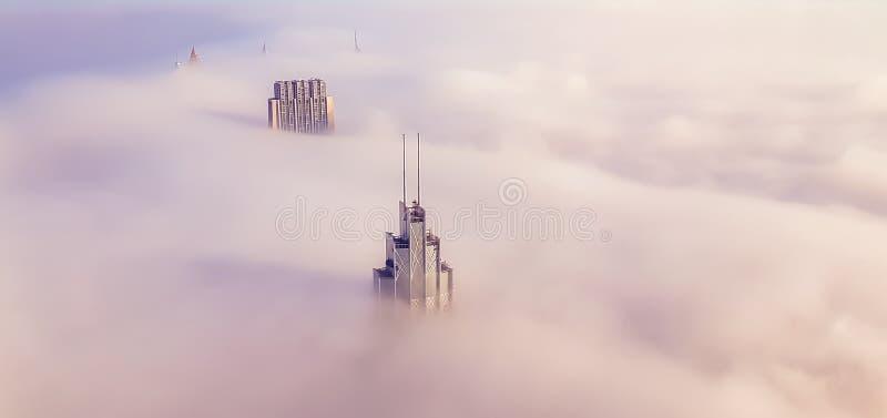 As fotos da construção, Burj Khalifa, veem a névoa e veem o b fotos de stock