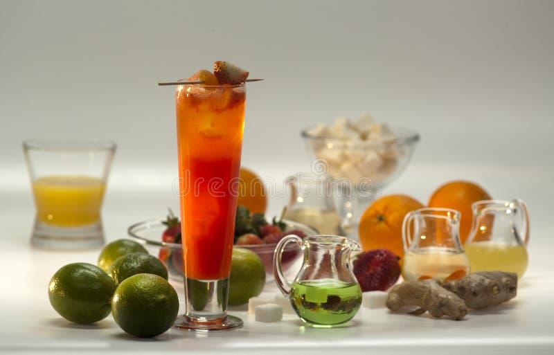 Download Ingredientes Para Cocktail Não Alcoólicos Foto de Stock - Imagem de grapefruit, quivi: 29841258