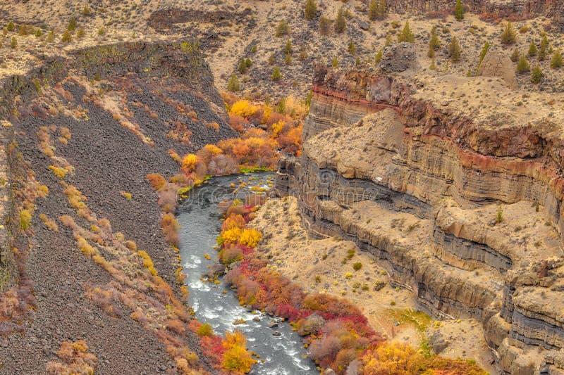 As gargantas da rocha formam ao longo do rio de Deschutes aqui em Oregon central fotos de stock royalty free