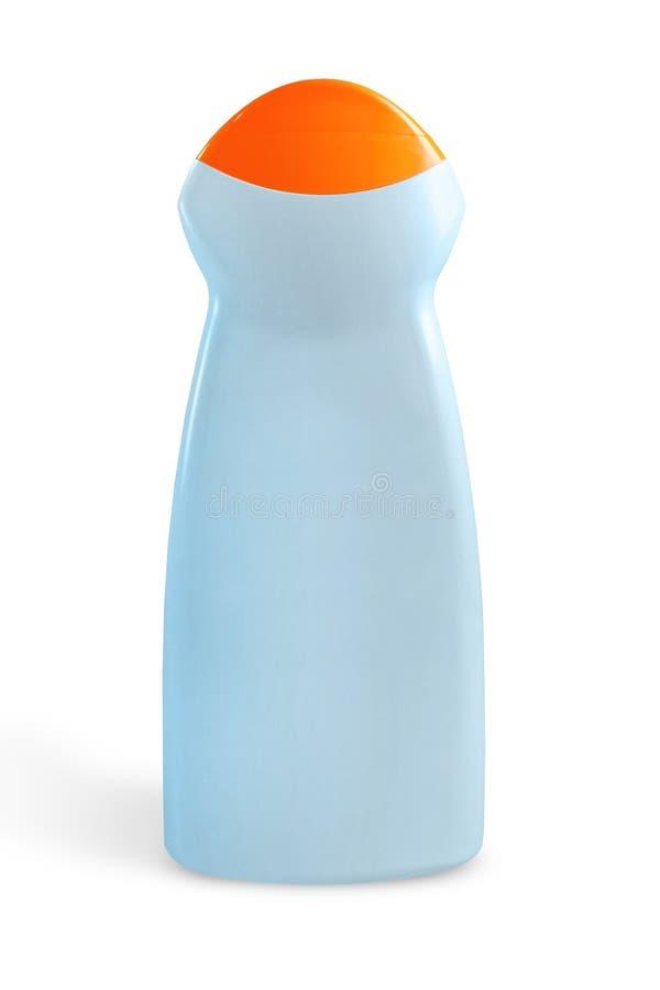 As garrafas plásticas azuis para o cosmético desnatam, loções no fundo branco imagem de stock